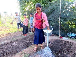 Children water their vegetable crop in Trapeang Russei club. (1).JPG