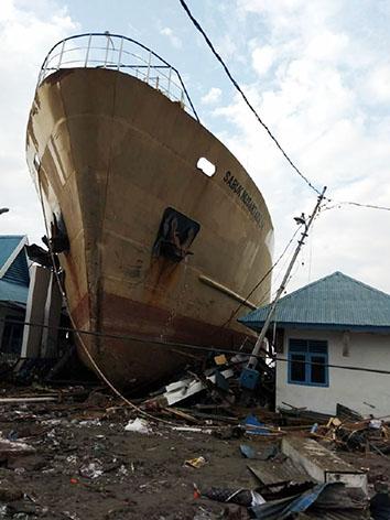 インドネシア津波被害01web.jpg